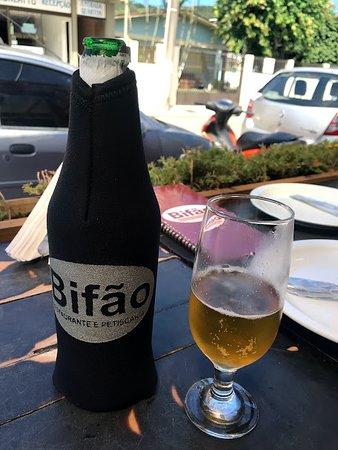 Restaurante Bifao: Cerveja no ponto certo com proteção em neoprene.