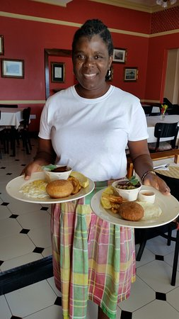 Grand View Beach Hotel: A classic Vincy breakfast served in Wilkie's restaurant