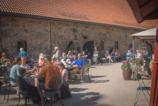 Cafe Magenta: Uteservering i sommersol
