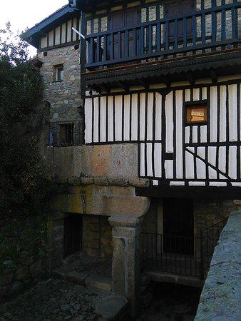 Casa junto al río 1
