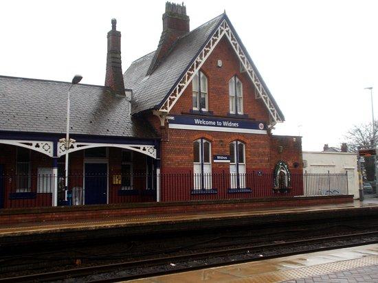 Widnes Railway Station