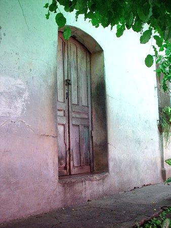 Suchitoto Tour El Salvador - wooden doors