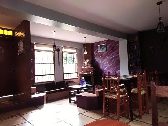 Lugar de encuentro entre huespedes y sala de desayunos.