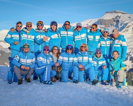 Samoëns, France : 2019 CREW Une équipe de passionnés qui se soucie de la réussite de vos vacances.
