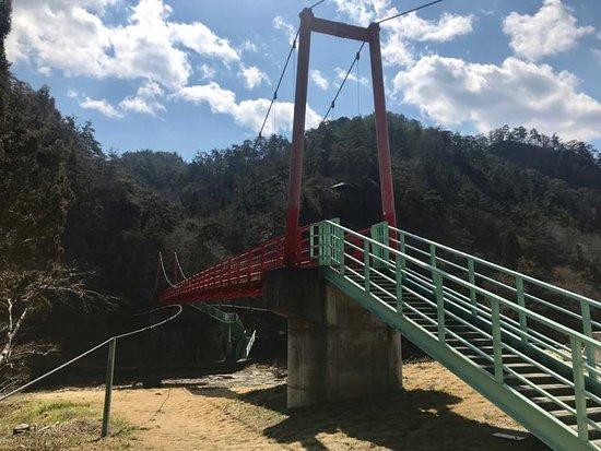 Ayu no Tsuribashi: 橋の入り口から