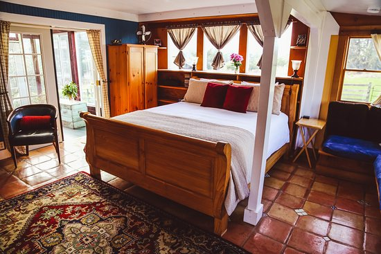 Farmer's Parlor:Climb into your comfy Cal King bed