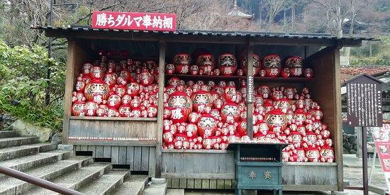 Katsuo-ji Temple Kachi Daruma Honotana