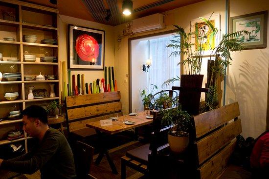 地下 ground floor dining room