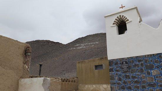 Iglesia y cerro - 2