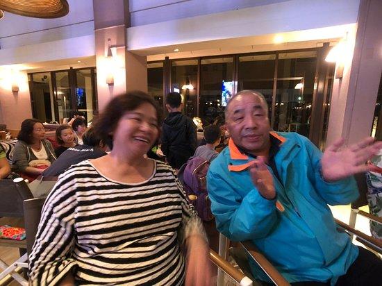 Club Med Kabira - Ishigaki: 在Bar參與晚間活動,記得是猜謎遊戲與卡拉OK大賽!