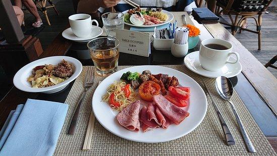 レストラン「ドン・ビュー」での朝食ブッフェ(初日)