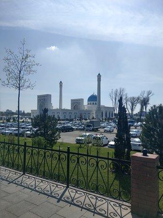 Taşkent, Özbekistan: the white mosque