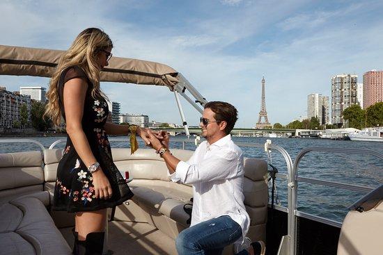 Demande en mariage sur la Seine devant la Tour Eiffel - Croisière romantique My Paris River