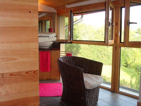 Salle de bains chambre Calendula ouverte sur les Monts du ...