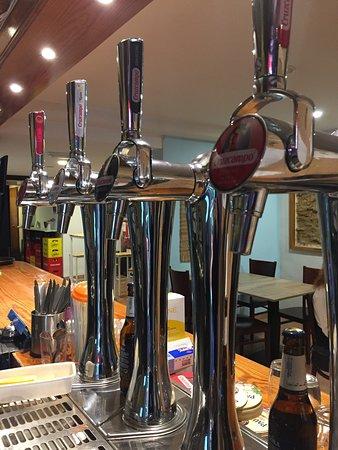 Tiradores de cerveza fresquitos! además, más de 6 variedades de cerveza