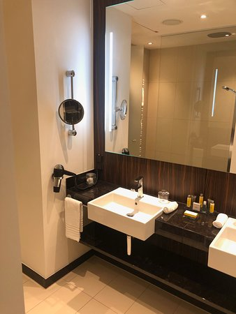 Bonn Marriott Hotel : Bathroom