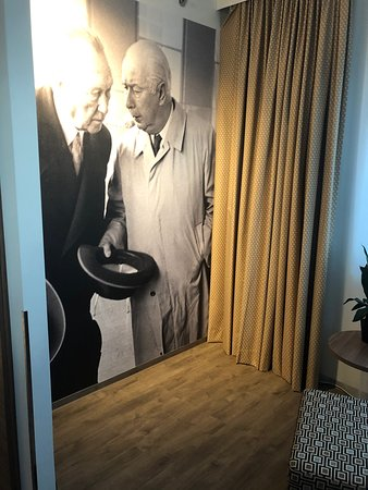 Bonn Marriott Hotel : Many pictures from the times that Bonn was the political capital