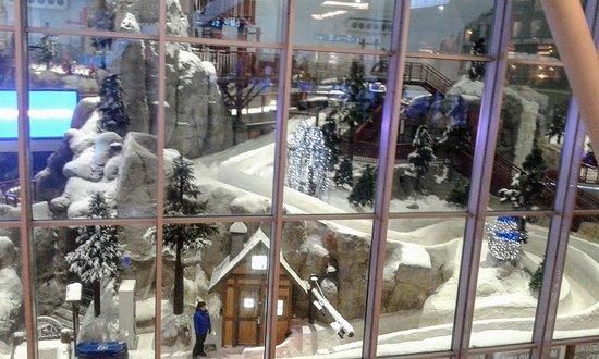 Uno scorcio dalle vetrate del Centro Commerciale......