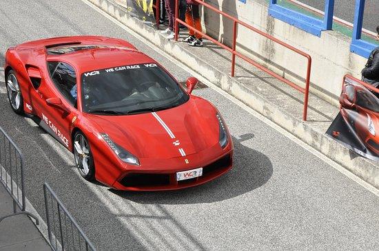 Airola, إيطاليا: Guida la magnifica Ferrari 488 GTB in un vero circuito, 670 cavalli di pura potenza !