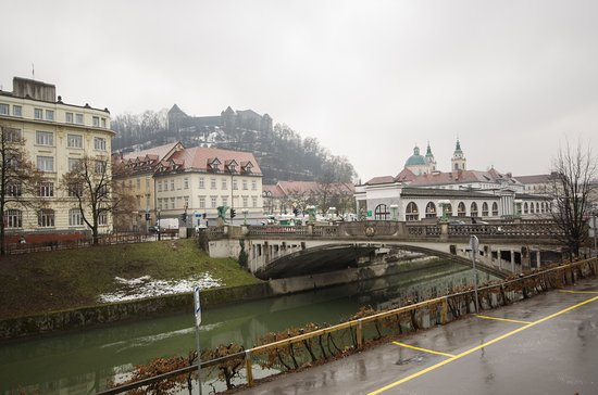 Single room with magnificent view of Ljubljanica / Ljubljana castle and Dragon bridge. The room is located on the first floor.