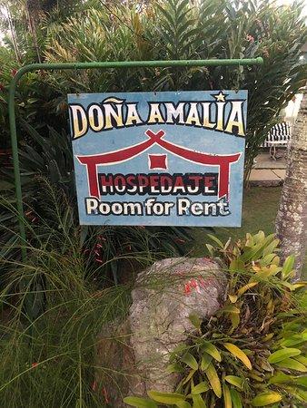 Hostal Doña Amalia a pocos minutos del aeropuerto ... lugar indescriptible porque es un remanso de paz y la atención de Amalia y Adrián es insuperable .. desde la calidad de los desayunos  habitaciones limpieza y entorno .. recomendable !! Gracias !!