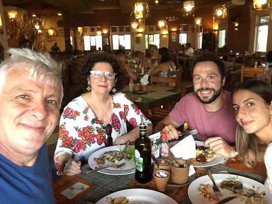 Eu e a família naquela delícia que é o Parraxaxá... saudade!