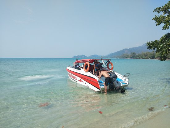 Scuba diving on koh Chang by speedboat. Small groups and only 10-20 minutes to the dive sites