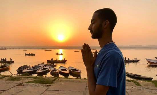 ‪Sunrise Yoga with Ayush - Varanasi‬