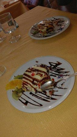 Isola Maggiore, Italy: . . . la zuppa inglese fatta in casa dalla Signora Lina . . . scrivere altro è superfluo . . . solo provare . . . anche pasta fatta in casa