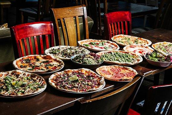Pizzas ans salads