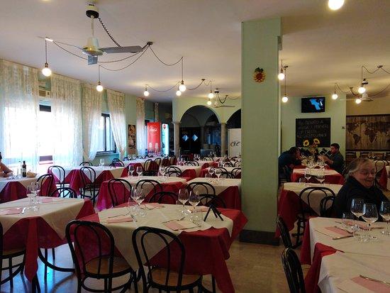 Pizzeria Sotto I Portici: LA SALA