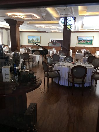 Majestic Colonial French Restaurant: breakfast & lunch for Colonial Club members, and dinner (reservations for all).