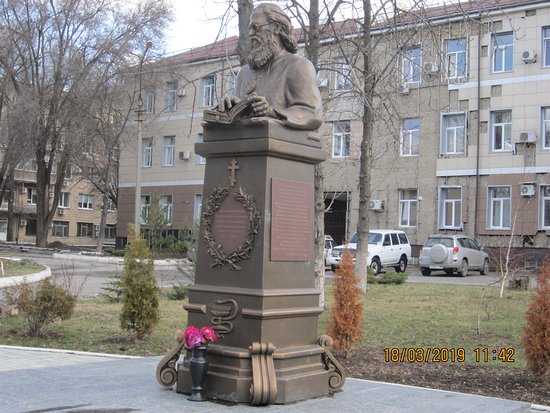 Monument VFVoyno-Yasenetsky