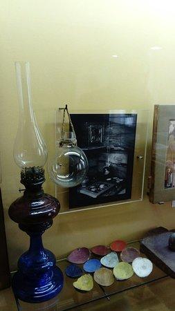 Mstera, Rosja: Стеклянный глобус - усилитель света в мстёрском музее лаковой миниатюры и народных промыслов.