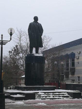 Elista, روسيا: Памятник В.И. Ленину