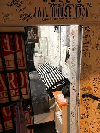 Old Jail Inn-Parke County: Jailhouse Rock with Elvis.  Queen bed, shared bathroom and private.