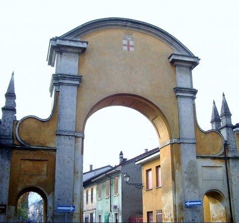 San Colombano al Lambro, อิตาลี: Il Portone visto dall'esterno