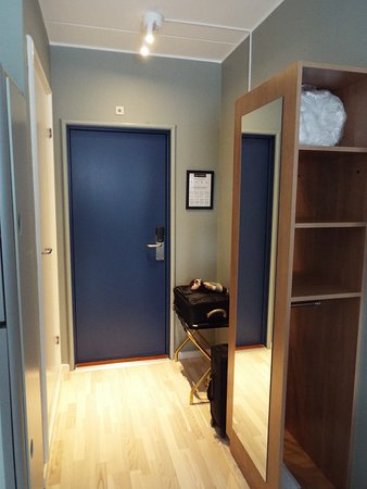 Hotel Osterport - Standard Room Wardrobe area
