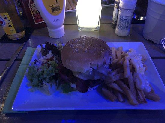 Twist Of Flavors Aruba: TOF burger