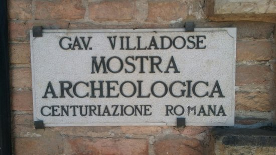 Villadose, Italien: Pannello all'ingresso del palazzo