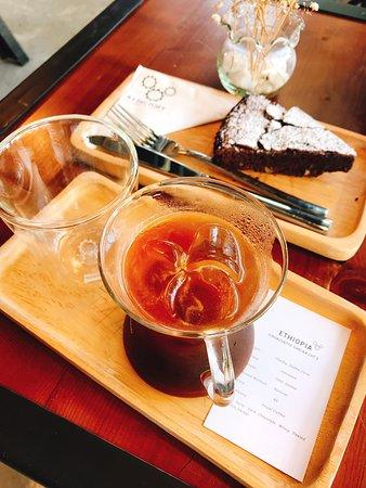 氛圍輕鬆,咖啡甜點都有一點火候不夠的感覺。