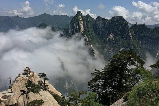 西安発、華山の少人数グループのハイキングツアー