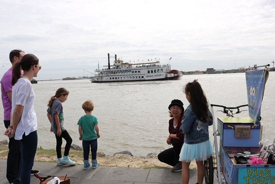 Creole Kids Tour: Beside the mighty river with the paddle-wheeler in the background