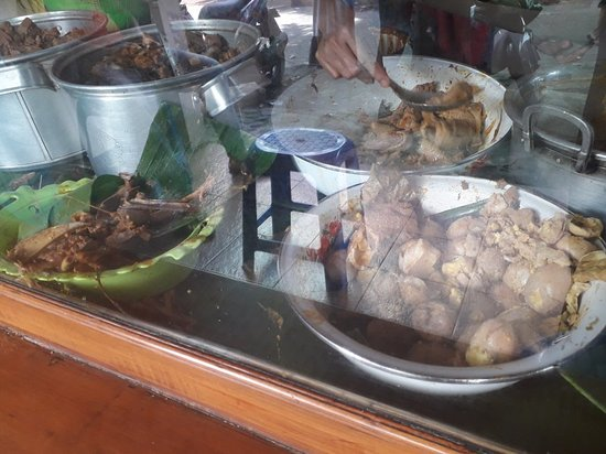 Jember, Indonesia: Lunch at Gudeg Lumintu is tasty. They serve old fashioned gudeg. Authentic from Yogya.