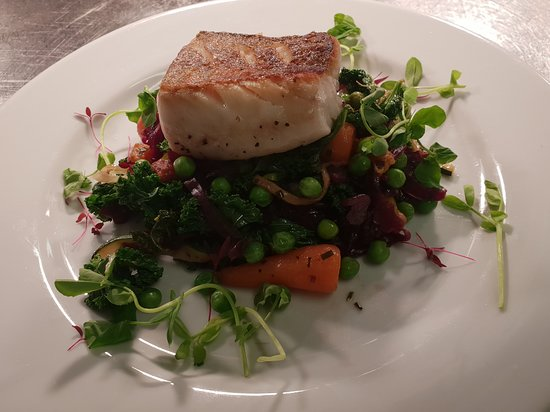 Cod fillet, baby carrots, peas & curly kale