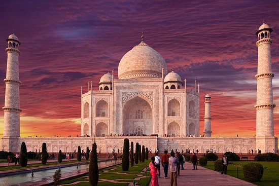 Taj Mahal av Superfast Gatimaan Express ...
