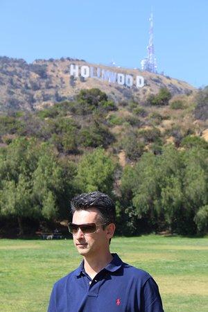 Hollywood Sign ao fundo, visto do Lake Hollywood Park / Los Angeles, USA