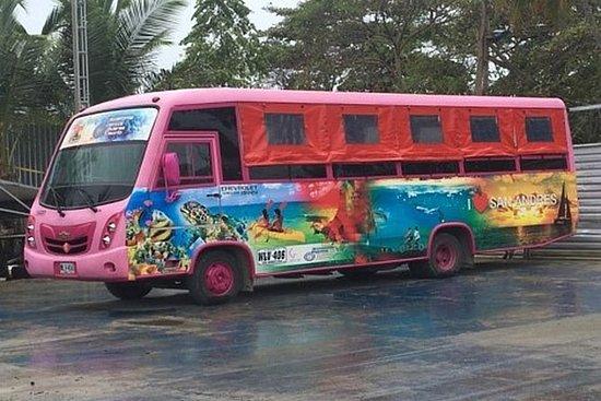 Recorrido por la isla en chiva o bus.