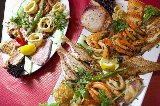 Des poissons 💯 frais et cuits à la plancha! 😋🦐🐠 ❤️❤️❤️❤️ Composer votre plat vous même ❤️❤️❤️❤️