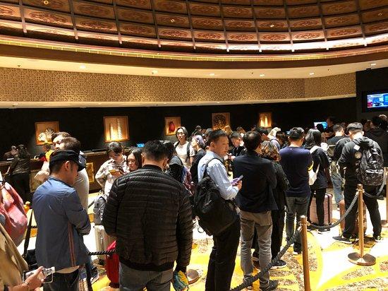 Sheraton Grand Macao, Cotai Strip: Sheraton Grand Macao Hotel - check-in queue